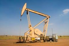 De Productie van oliederrick pump jack fracking energy Stock Foto's