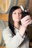 De proevende wijn van de vrouw Royalty-vrije Stock Fotografie