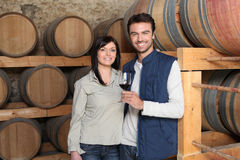 De proevende wijn van het paar Stock Afbeelding