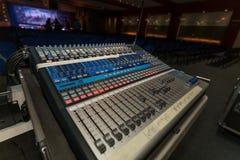 De professionele console van de muziekmixer Stock Afbeelding