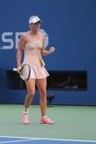 De professionele tennisspeler Caroline Wozniacki viert overwinning na derde ronde gelijke bij US Open 2014 Stock Afbeelding