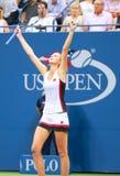 De professionele tennisspeler Karolina Pliskova van Tsjechische Republiek viert overwinning na haar halve finalegelijke bij US Op Royalty-vrije Stock Foto