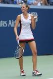 De professionele tennisspeler Karolina Pliskova van Tsjechische Republiek viert overwinning na haar ronde gelijke vier bij US Ope Stock Foto