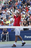 De professionele tennisspeler Stanislas Wawrinka viert overwinning na derde ronde gelijke bij US Open 2013 Stock Afbeelding