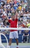 De professionele tennisspeler Stanislas Wawrinka viert overwinning na derde ronde gelijke bij US Open 2013 Royalty-vrije Stock Foto's