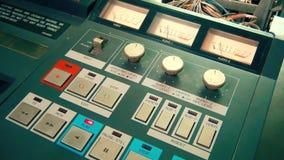 De professionele VHS-speler van het omroepregistreertoestel Begin het spelen stock videobeelden