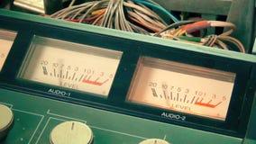 De professionele VHS-speler van het omroepregistreertoestel VU meter stock videobeelden