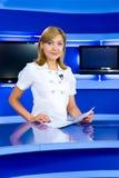 De programmacoördinatrice van de televisie bij de studio van TV Royalty-vrije Stock Fotografie