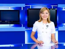 De programmacoördinatrice van de televisie bij de studio van TV Royalty-vrije Stock Foto's