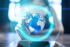 De projectie van het aardehologram op het virtuele scherm Gemengde media, Globale mededeling en internationaal bedrijfsconcept stock foto