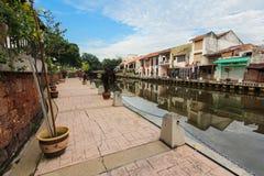 De promenade van de Melakarivieroever in de ochtend, Maleisië Royalty-vrije Stock Afbeeldingen