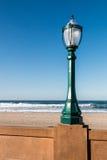 De Promenadelantaarnpaal van het opdrachtstrand in San Diego stock afbeeldingen