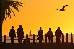 De promenadezonsondergang a van het strand Royalty-vrije Stock Foto
