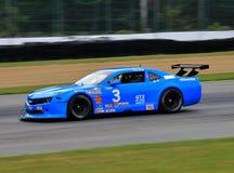 De proraceauto van Chevrolet Camaro op de cursus Stock Fotografie