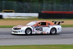De proraceauto van Chevrolet Camaro op de cursus Royalty-vrije Stock Fotografie
