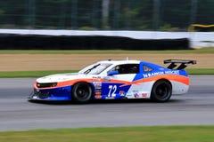 De proraceauto van Chevrolet Camaro op de cursus Royalty-vrije Stock Foto