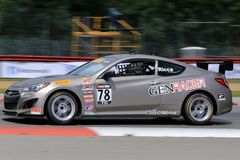 De proraceauto van Hyundai Genesis Coupe 20T op de cursus Royalty-vrije Stock Fotografie