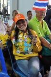 De Protesteerder van het geel-overhemd bij een Verzameling in Bangkok Royalty-vrije Stock Afbeeldingen