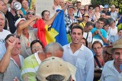 De protesten van Boekarest - de bespreking van Mircea Badea aan menigte Stock Afbeeldingen