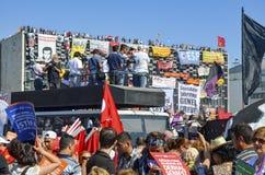 De protesten van het Gezipark Demonstratiesystemen in Taksim-Vierkant Stock Fotografie
