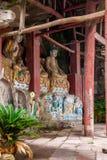 De Provincie van de Anyueprovincie, Sichuan in de Noordelijke tempel van het de Pauwhol van de Lieddynastie leidde drie Boedha to Stock Afbeelding
