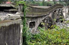 De Provincie van Sichuan, China: Vernietigde Xiaoyoudong-Brug Stock Afbeeldingen