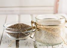 De pudding van het Chiazaad in glaskruik Superfoodsconcept met exemplaarkuuroord royalty-vrije stock fotografie