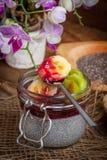 De pudding van het Chiazaad met fruit Stock Foto