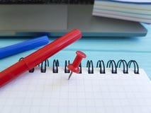De punaise de bloc-notes de bureau de bureau bloc-notes catégoriquement Images stock