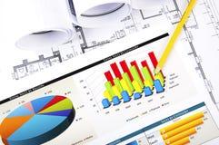 De punten van het potlood aan de bedrijfsgrafiek Stock Fotografie