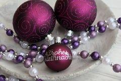 De purper-gekleurde ballen van Kerstmis Stock Afbeelding