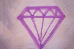 De purpere diamant op roze beeld als achtergrond stock afbeeldingen