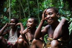 De pygmeeënvrouwen van Baka. Stock Afbeeldingen