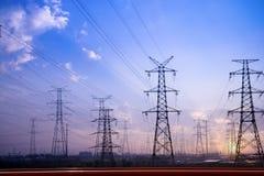 De pylonen van de elektriciteit royalty-vrije stock fotografie