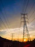 De pylonen van de hoogspanningsmacht Stock Foto
