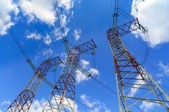 De pylonen van een hoogspanningsmacht Royalty-vrije Stock Foto's