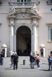 De Quirinale slottvakterna i Rome Italien Arkivbild
