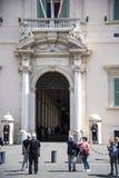 De Quirinale slottvakterna i Rome Italien Royaltyfria Bilder