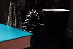 De résumé toujours tasse de cône de pin de la vie photo libre de droits