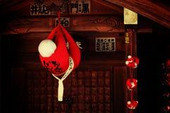 De röda dockorna i Takayama förvarar, Japan royaltyfri fotografi