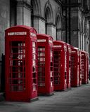 De röda telefonaskarna royaltyfria bilder