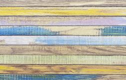 De raad schilderde met verven van verschillende kleuren Gekleurde Raad stock afbeeldingen