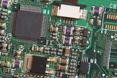 De raad van de kring met weerstanden en microprocessors royalty-vrije stock afbeelding