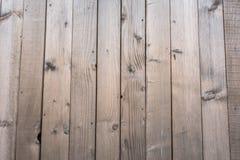 De raad van de pijnboomplank op een rij op schuur stock fotografie