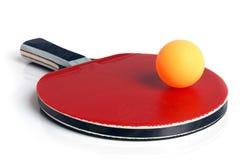De racket en de bal van het pingpong stock fotografie