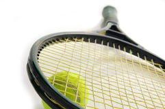 De racket en de bal van het tennis Stock Afbeelding