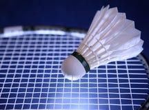 De racket en de shuttle van het badminton Royalty-vrije Stock Afbeeldingen