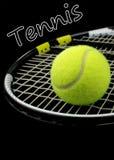 De racket van het tennis, tennisbal en tekst Stock Afbeeldingen