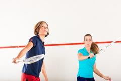 De racketsport van de pompoen in gymnastiek, de vrouwenconcurrentie Stock Fotografie