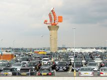 De Radar van Londen Heathrow in het parkeerterrein Royalty-vrije Stock Afbeeldingen